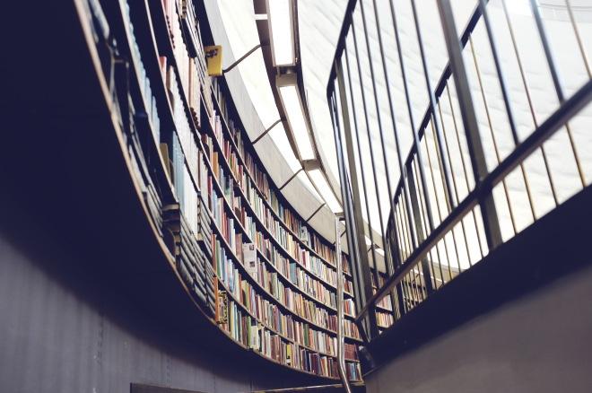 Mon étagère de bibliothèque, à peu de choses près
