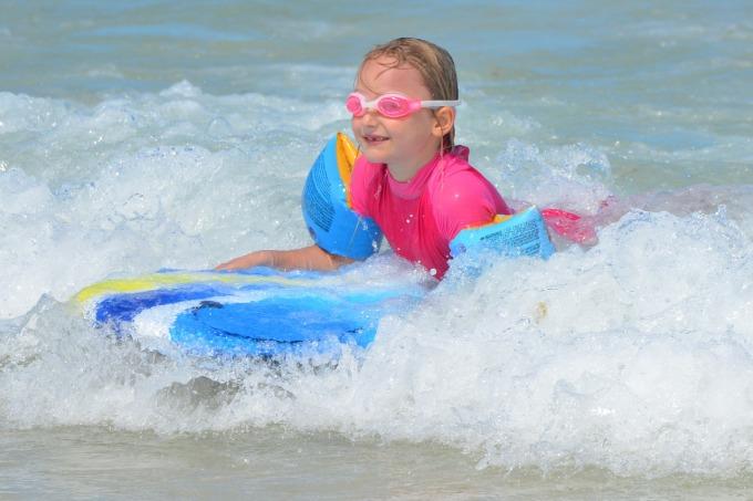 Fillette surf